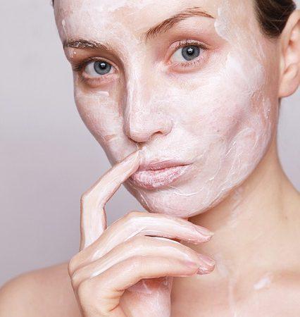 Как избавиться от чёрных точек на лице и теле