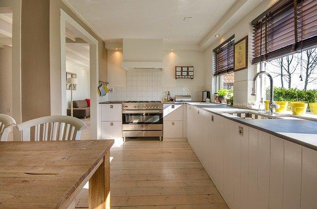 Интерьер функциональной кухни: какой материал выбрать