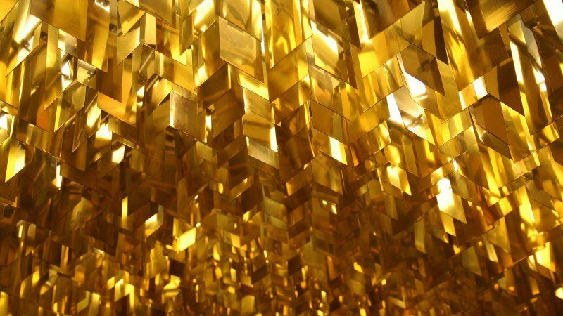 Сочетание черного и золотого в интерьере