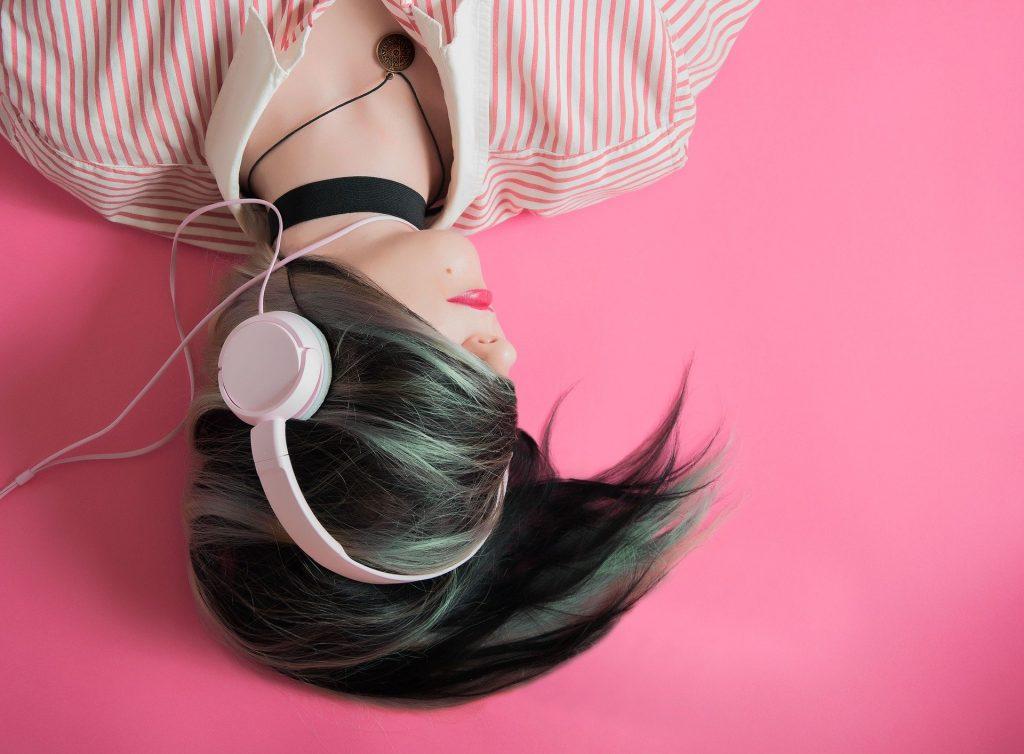 Просыпайтесь под звуки вашей любимой радиостанции
