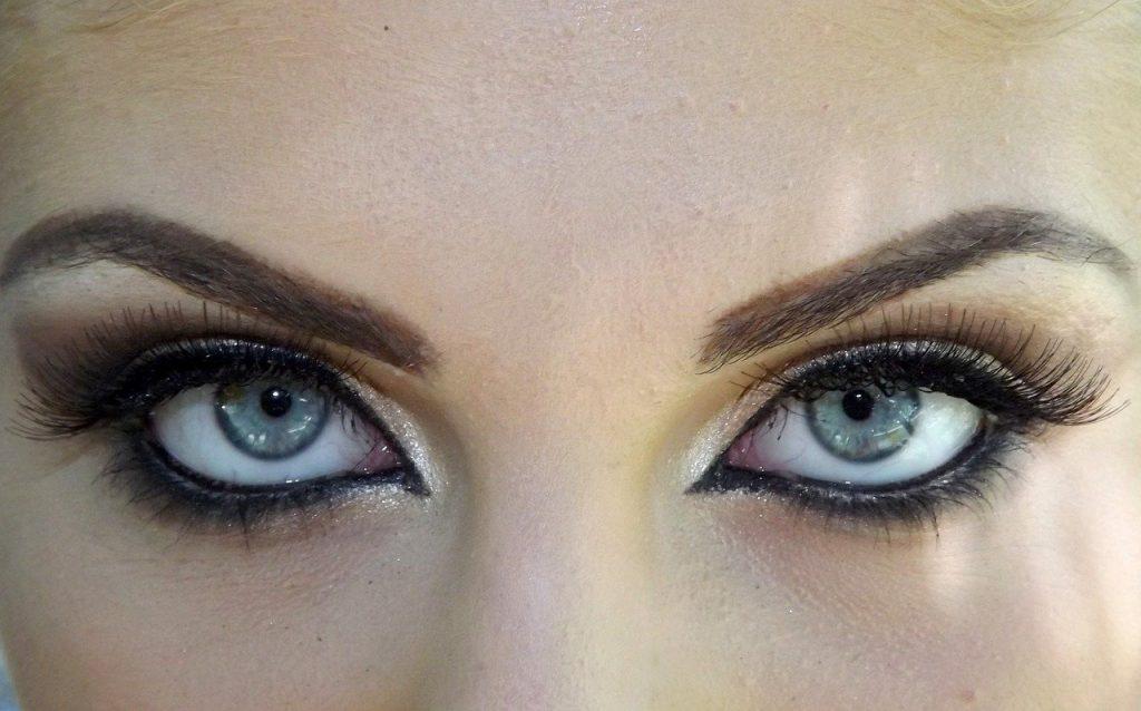 Загадочный взгляд smoky eyes