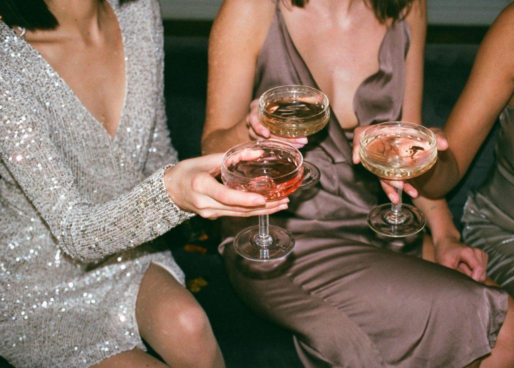 Платье с пайетками - идеальный наряд для вечеринки