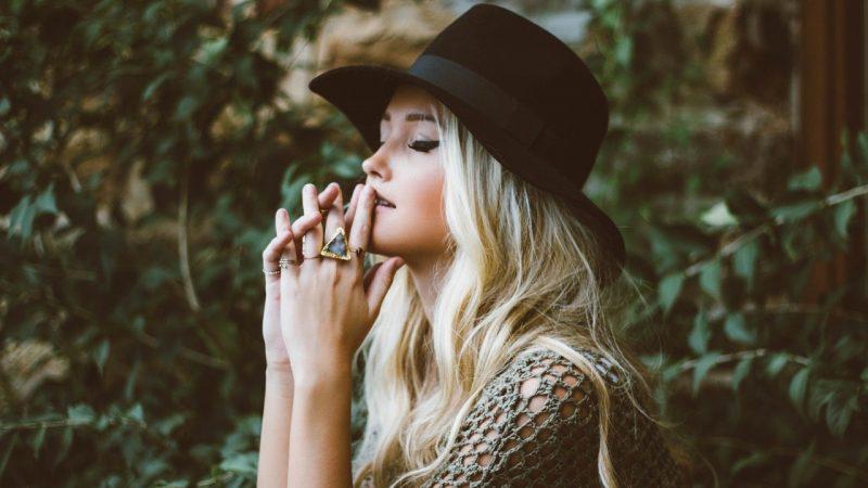 Как сделать smoky eyes: макияж для блондинок